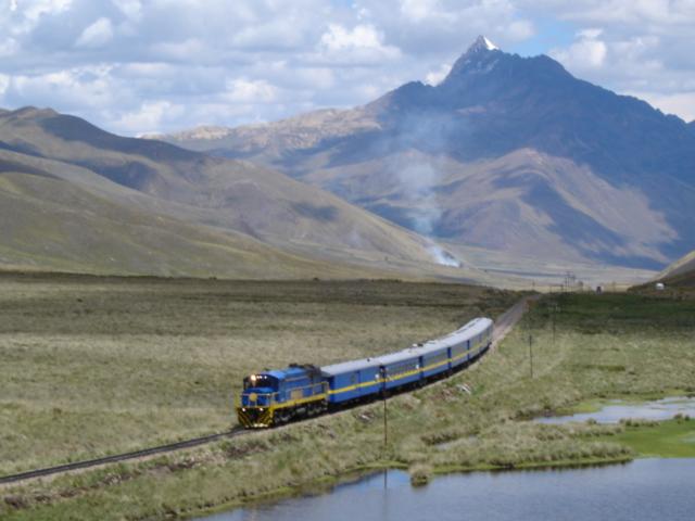 アンデス山脈とペルー鉄道 アンデス山脈とペルー鉄道 我ながら出来過ぎなくらい良く撮れてます。