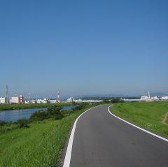 自転車の 春日井 自転車 公園 : 自転車で川を走る