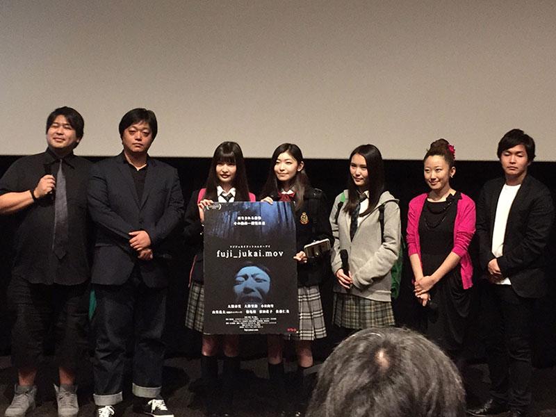 TOHOシネマズ新宿で開催された『fuji_jukai.mov』舞台挨拶フォトセッションの様子。