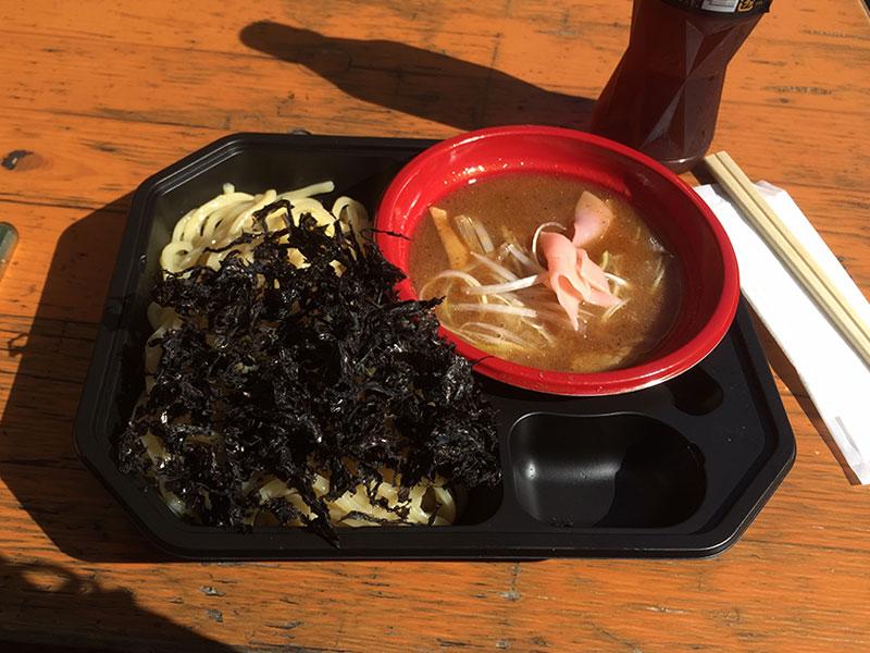 つけ麺道 癒庵の山形・出羽三豚 濃厚つけ麺、岩海苔トッピング。