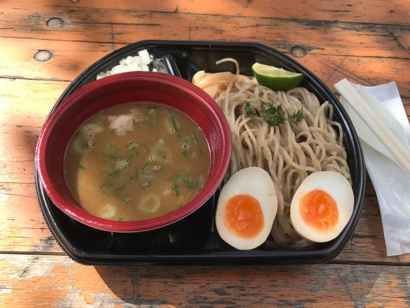 麺匠 たか松のつけ麺(鶏魚介)、味付玉子トッピング。