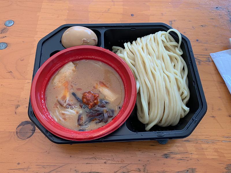 つけ麺道 癒庵の山形・辛味噌つけ麺、半熟味玉トッピング。