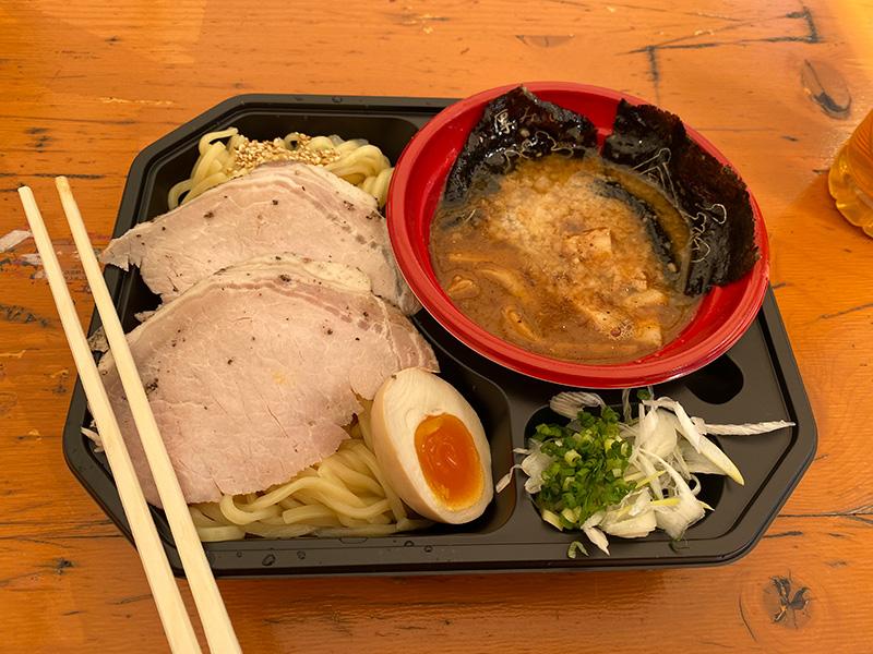 新潟みそ東横の濃厚みそつけ麺、トッピングプリント海苔2枚。